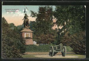 AK Quedlinburg, Partie mit Kriegerdenkmal und Kanone