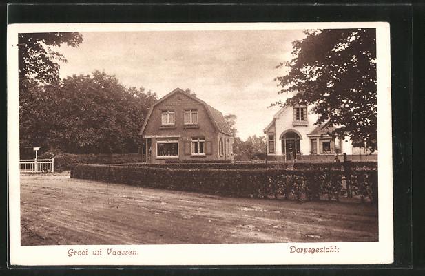 AK Vaassen, Dorpsgezicht, Häuser an einer Strasse