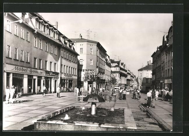 AK Zeitz, Leninstrasse mit Fussgängerzone, Geschäften und Brunnen