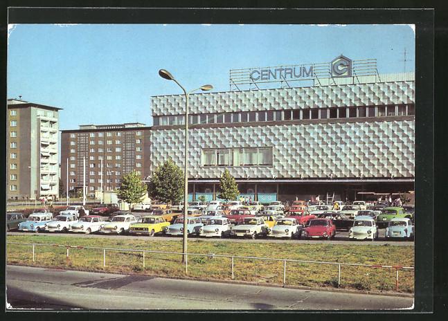 AK Hoyerswerda, Centrum-Warenhaus mit Parkplatz 0