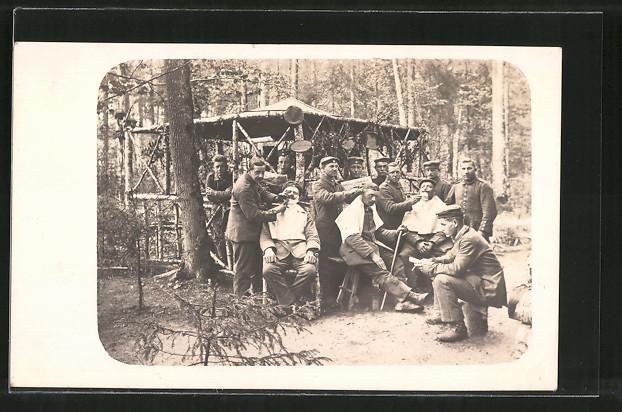 Foto-AK Barbier im Wald, Friseur hinter der Front 0