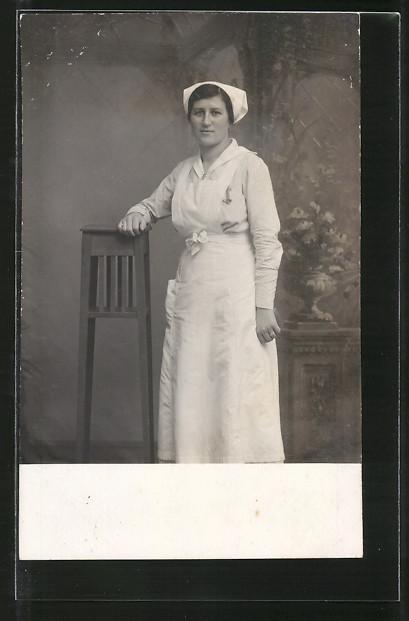 Foto-AK Krankenschwester in Arbeitskleidung, Pflegerin 0