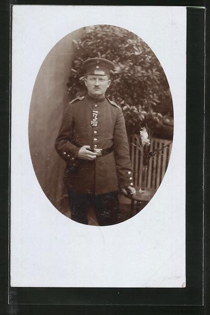 Foto-AK Soldat mit Eisernem Kreuz II. Klasse 0