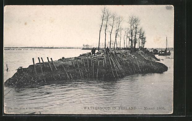 AK Watervloed in Zeeland, Schäden an einem Damm nach Hochwasser im März 1906