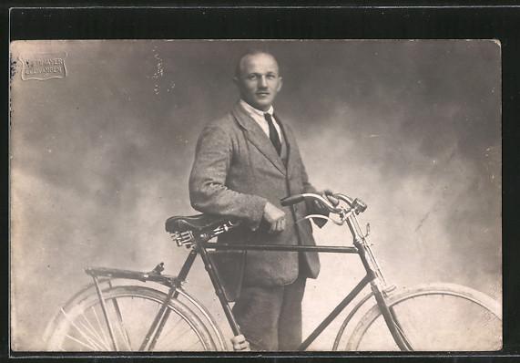 AK Junger Mann mit seinem Fahrrad