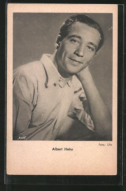 AK Schauspieler Albert Hehn lächelnd in Kamera blickend