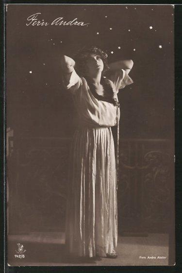 AK Schauspielerin Fern Andra im Kleid porträtiert