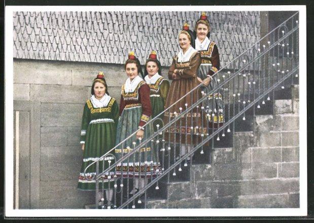 AK Hessenmädchen in Hessischen Trachten am Sonntag
