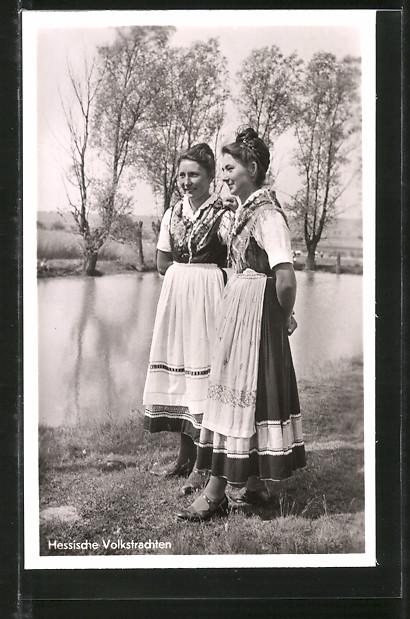 AK Frauen in hessischer Tracht am Dorfteich