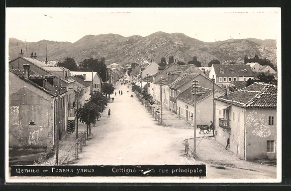 AK Cetinje / Cettigne, La Rue Principale, Hauptstrasse aus der Vogelschau