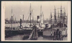 Fotografie Fotograf unbekannt, Ansicht Hamburg, Schiffe im Hafen