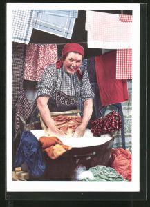 AK Waschfrau wäscht Idanthren-Wäsche im Waschzuber