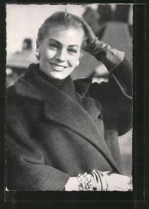 AK Schauspielerin Anita Ekberg mit freundlichem Lächeln