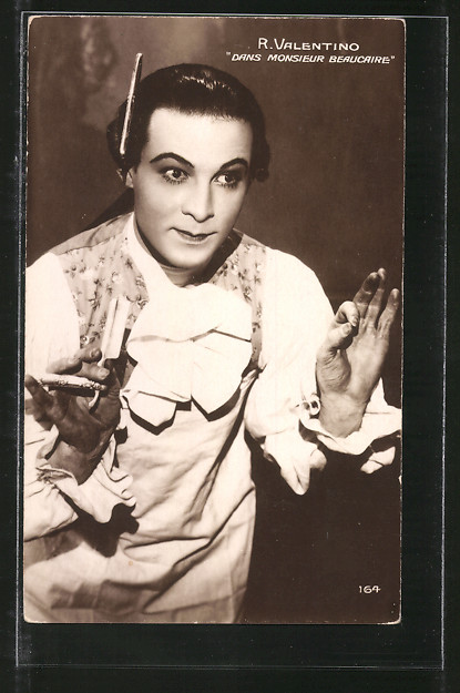 AK Schauspieler Rudolph Valentino mit Rasiermesser in