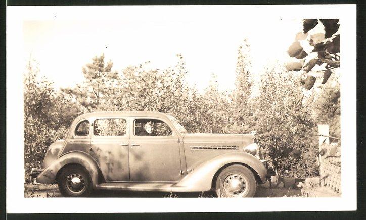 Fotografie Auto Opel, hübsche Frau sitzt im PKW