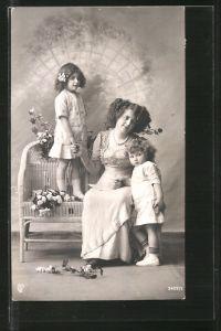 Foto-AK GL Co: 3429/1, Mutter mit ihren Töchtern