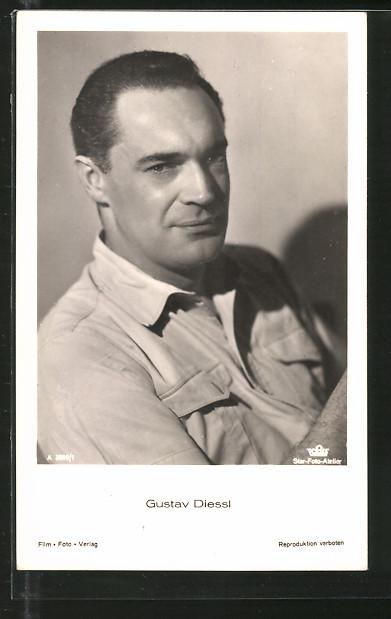 AK Schauspieler Gustav Diessl im Hemd porträtiert
