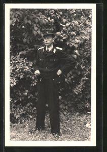 Foto-AK Feuerwehrmann in Uniform