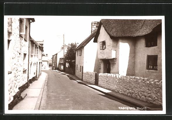 AK Chagford, reetgedeckte Häuser an einer Strasse