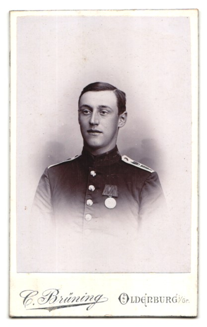 Fotografie C. Brüning, Oldenburg i. Gr., Portrait Soldat in Uniform mit Orden