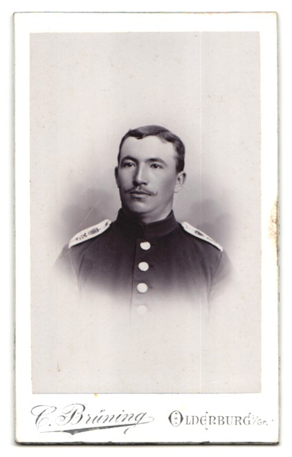 Fotografie C. Brüning, Oldenburg i. Gr., Portrait Soldat in Uniform