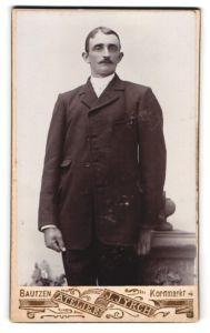 Fotografie Atelier J. Jyrch, Bautzen, Portrait Mann im Anzug