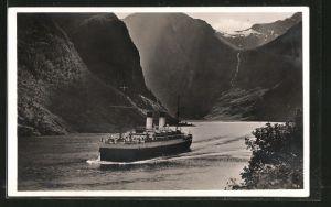 AK Norwegen, Passagierschiff Monte Sarmiento in der Naerobucht