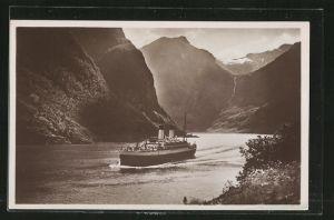 AK Passagierschiff Monte Sarmiento in der Naerobucht, Nordlandreisen 1927