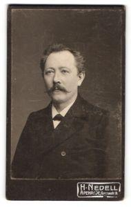 Fotografie H. Nedell, Apenrade, Portrait Mann im Anzug