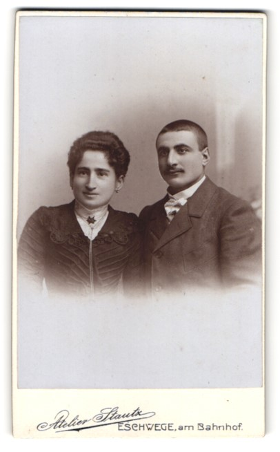 Fotografie Atelier Stautz, Eschwege, Portrait Paar mit dunklem Haar
