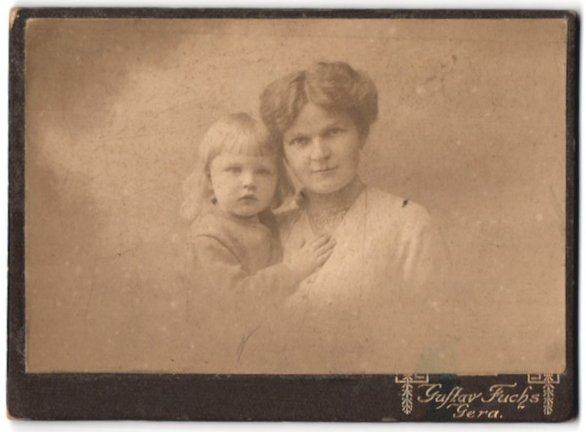 Fotografie Gustav Fuchs, Gera, Portrait Mutter mit Kleinkind