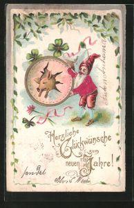 Präge-AK Neujahrsgruss, Schwein springt durch einen von einem Zwerg gehaltenen Reifen