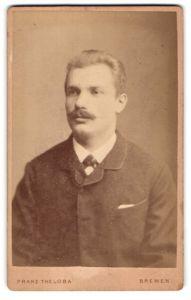 Fotografie Franz Theloba, Bremen, Brustportrait Herr mit Schnauzbart