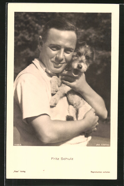 AK Schauspieler Fritz Schulz mit Hund posierend