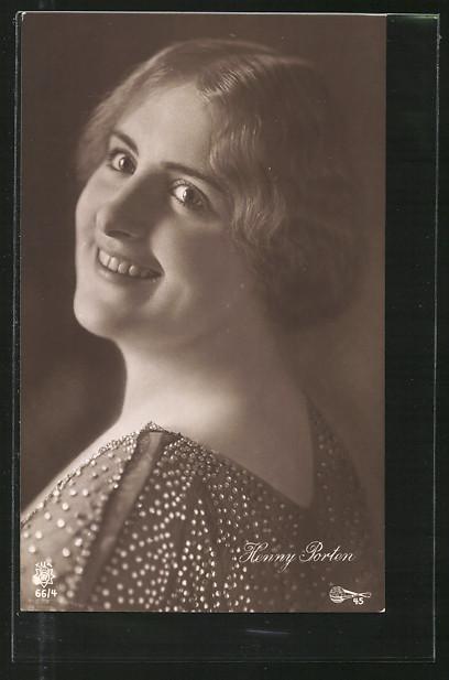 AK Schauspielerin Henny Porten lächelnd über Schulter schauend