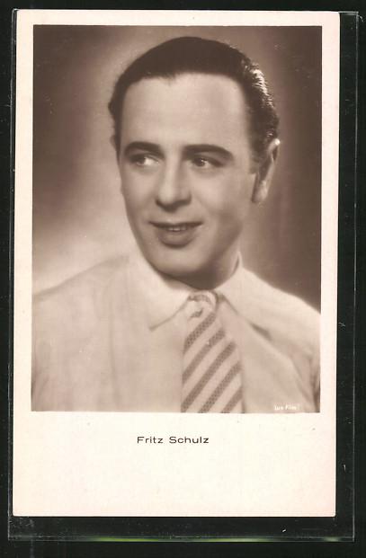AK Schauspieler Fritz Schulz im Hemd posierend