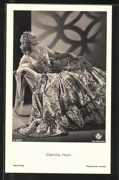 AK Schauspielerin Camilla Horn im Kleid posierend