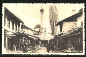 AK Sarajewo, Strassenpartie mit Blick auf die Moschee