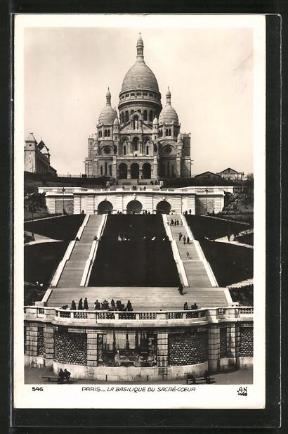 AK Paris, La Basilique du Sacré-Coeur, Frontalansicht mit Treppen