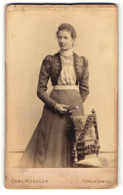 Fotografie Carl Hüseler, Schleswig, Portrait elegante junge Dame