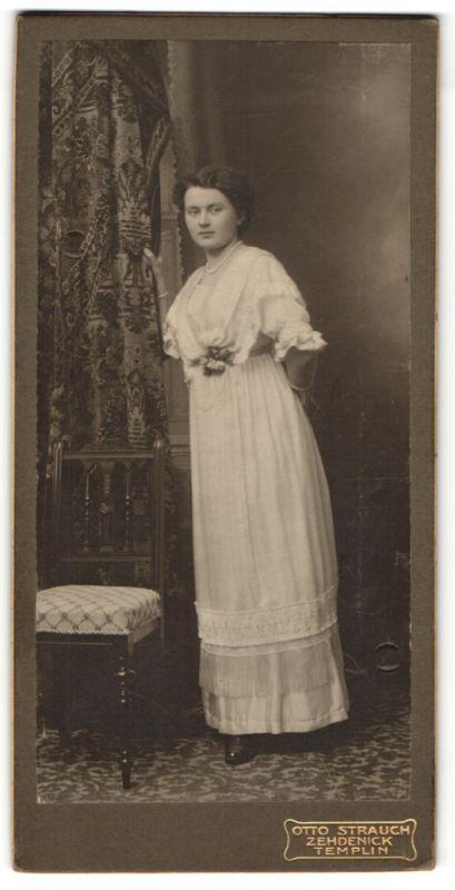 Fotografie Otto Strrauch, Zehdenick, Templin, Portrait elegante junge Dame