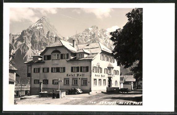 AK Lermoos, Hotel Post mit Gebirge im Hintergrund