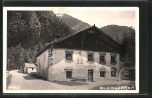 AK Habichen, Strassenpartie mit Gebirge im Hintergrund
