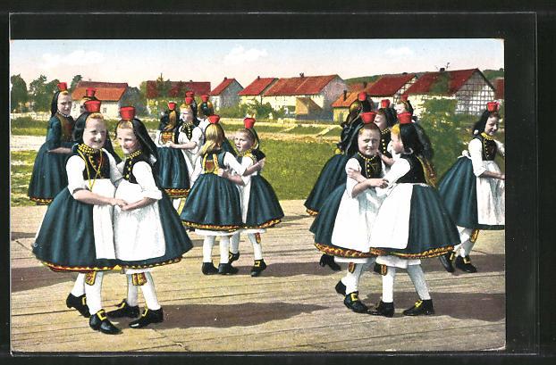 AK Hessische Trachten, Schwälmer Mädchen beim Tanz