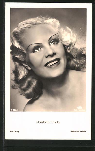 AK Schauspielerin Charlotte Thiele lächelnd zur Seite blickend