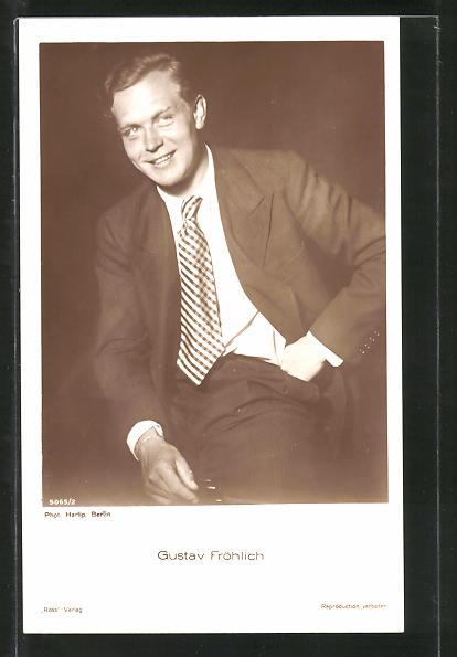 AK Schauspieler Gustav Fröhlich lächelnd im Anzug porträtiert