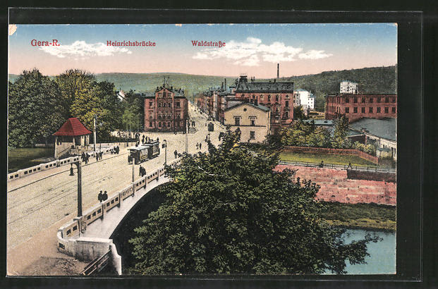 AK Gera-R., Strassenbahn auf der Heinrichsbrücke, Blick in die Waldstrasse