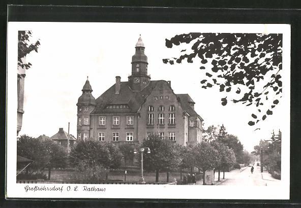 AK Grossröhrsdorf, Strassenansicht mit Rathaus