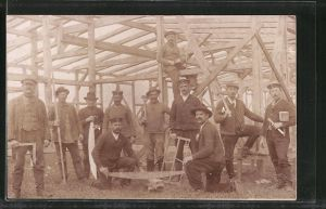 Foto-AK Zimmerleute beim Bau eines Hauses