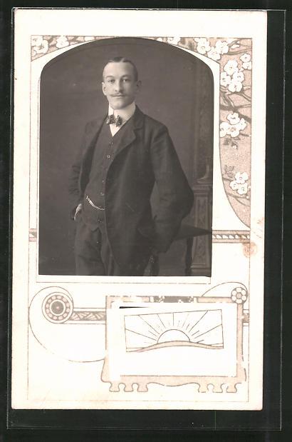 Foto-AK Männerporträt im Passepartout, Baumblüten & Ornamente